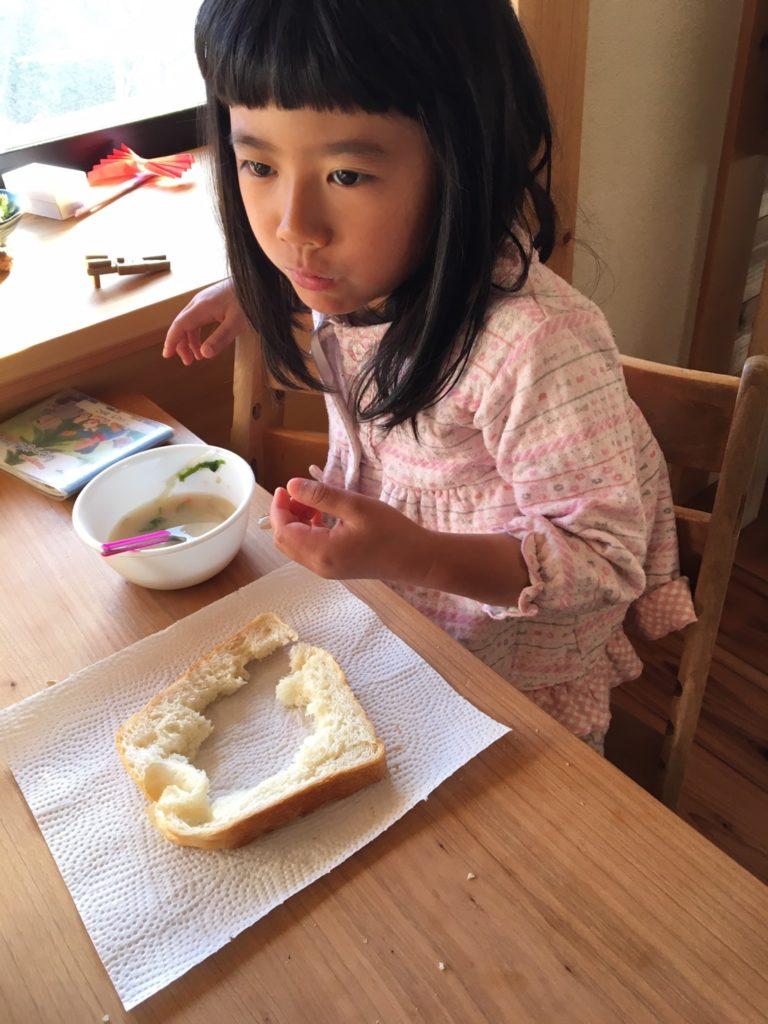 次女の食パンの食べ方