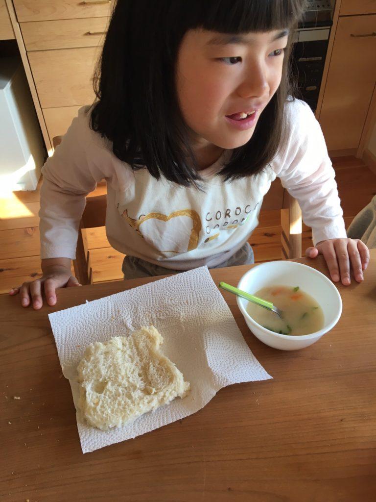長女の食パンの食べ方