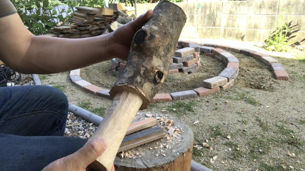 自作の無骨すぎる木槌