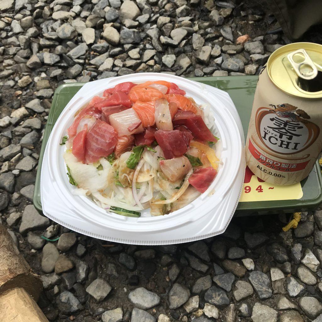 ソロキャンプ でノンアルビールとカルパッチョ